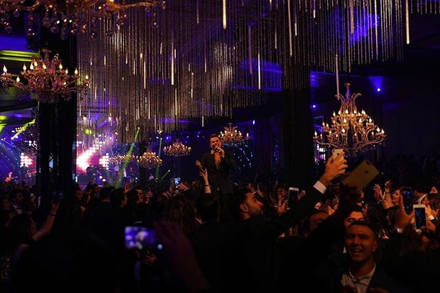 عمرو دياب يوقف حفله في «كايرو فيستيفال» لهذا السبب