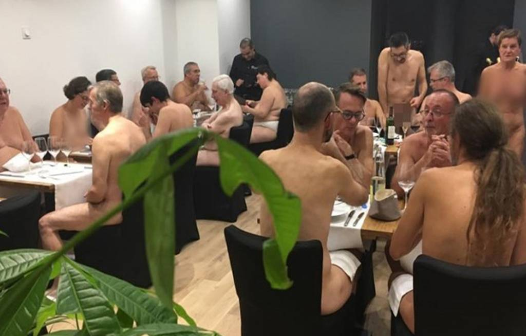 مطعم للعراه فقط فى المانيا شاهد كيف يقدمون الطعام و كيف