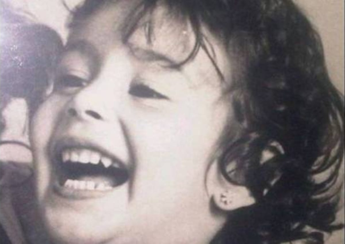 خمنوا من هي هذه الطفلة التى أصبحت اليوم من أشهر الفنانات العربيات؟