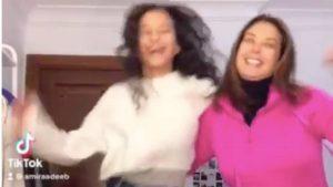رقص منال سلامة وابنتها أميرة أديب