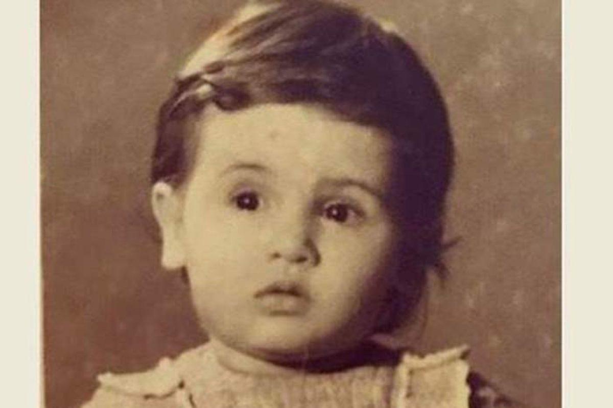 هل تستطيعون معرفة هوية هذه الطفلة الجميلة ؟.. أصبحت نجمة حسناء اليوم
