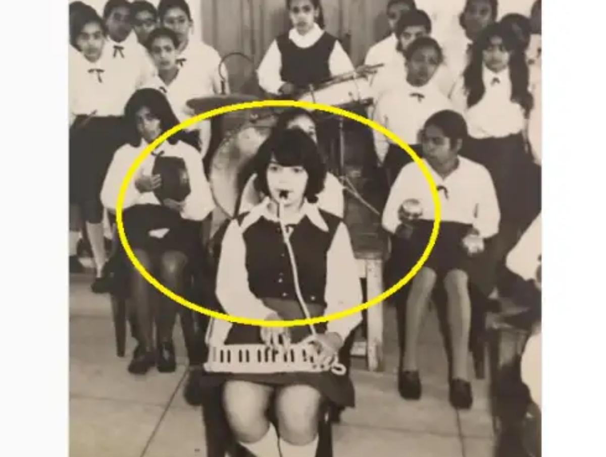 فنانة مصرية متعددة المواهب؛ تجيد التمثيل والغناء، ونجحت أيضًا كمذيعة ومقدمة برامج «محجبة» شهيرة… ركز جيدًا وخمن من تكون؟